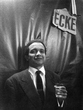 """1960 : fête à l'English Bookshop pour la sortie de """"Minutes to Go""""."""