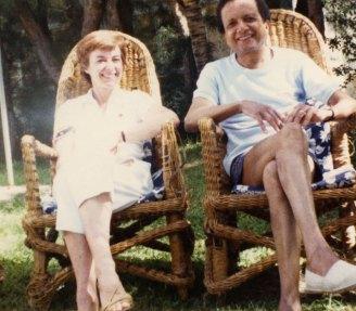 1985 : Trou aux Biches, Ile Maurice. Pique-nique en famille avec Martine.