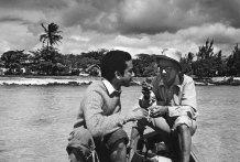 1973 : pêche sur le lagon avec son frère Régis.