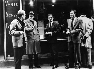 """1960 : à l'English Bookshop, rue de Seine, lors de la sortie de """"Minutes to Go"""". Avec Sinclair Beiles, Brion Gysin et William Burroughs."""