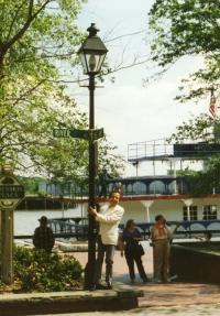 1989 : à Savannah (Georgia) aux Etats-Unis, lors d'une série de conférences sur Lawrence Durrell.